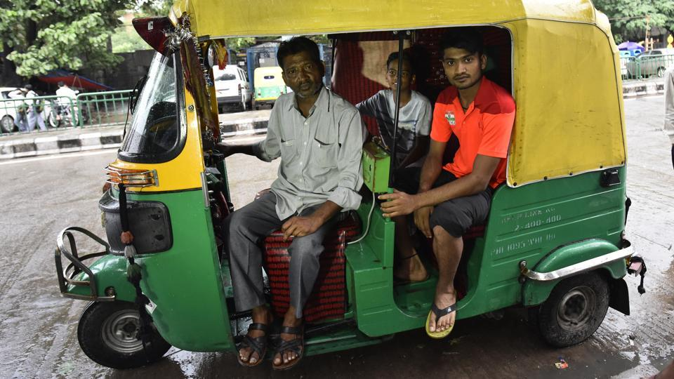Harish Kumar with his father (L) who is an auto driver. The four hours of daily practice that Harish gives to the sport are squeezed in between 2 to 6, around the day's work at the tea shop which supplements the family's meagre income.  (Vipin Kumar / HT Photo)