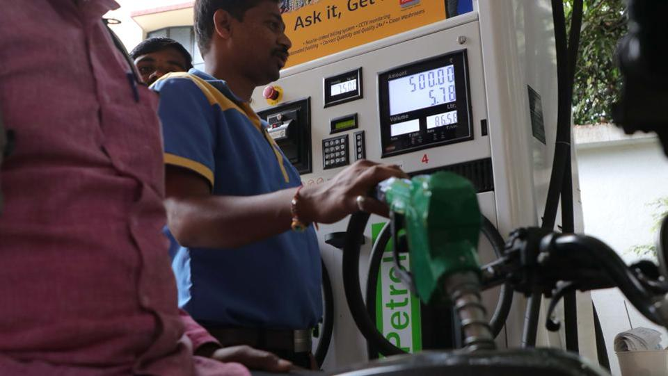 Fuel prices hit record high as rupee slides. Petrol in Pune as on Sunday is Rs 87.77 per litre and diesel Rs 75.79, per litre. (RAHUL RAUT/HT PHOTO)