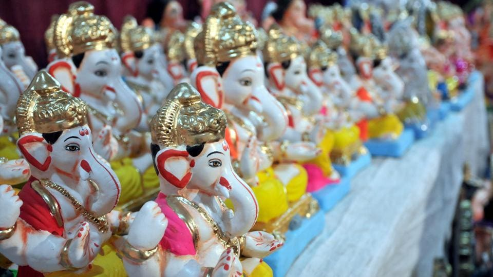 Eco­friendly Ganesh idols made of clay on display for sale at Shukrawar peth on Saturday ahead of Ganeshotsav to be celebrated on September 13. (HT PHOTO)