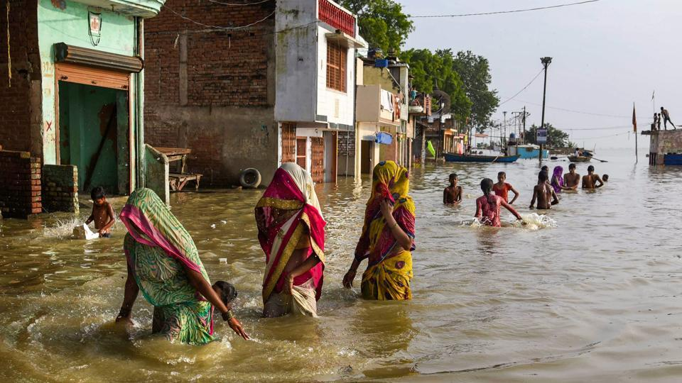 People move to safer places after the water level of river Ganga rose, creating a flood-like situation at Daraganj in Allahabad. A UP government official said earlier the water level of both Ganga and Yamuna was rising due to heavy rainfall in different parts of UP besides the neighbouring state of Madhya Pradesh. (PTI)