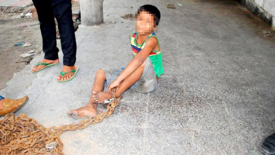 Ghaziabad clinic,Ghaziabad,Boy chained