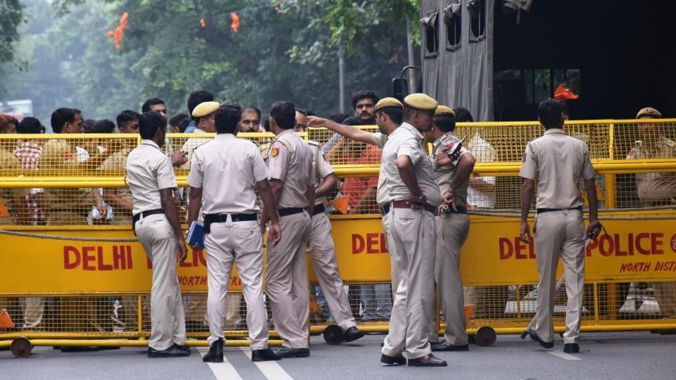 Delhi Police shot dead,Constable shot dead,Delhi Police