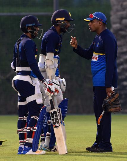 Sri Lankan batting coach Thilan Samaraweera (R) speaks with Upul Tharanga (C) and Kusal Mendis during a training session at the Dubai Sports city in Dubai. (AFP)