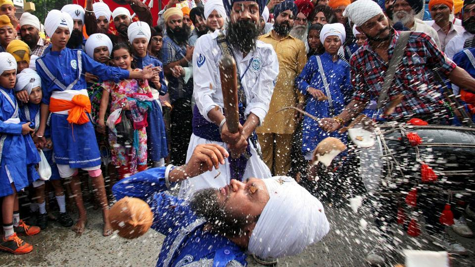 Sikh devotees perform Gatka, a traditional martial art form during celebrations to mark the 414th anniversary of the installation of the Guru Granth Sahib, the religious book of Sikhs, in Amritsar, Punjab on September 10, 2018. (Munish Sharma / REUTERS)