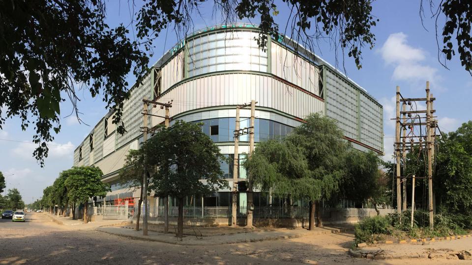 multi-level parking lot,Haryana Shahari Vikas Pradhikaran,HUDA City Centre