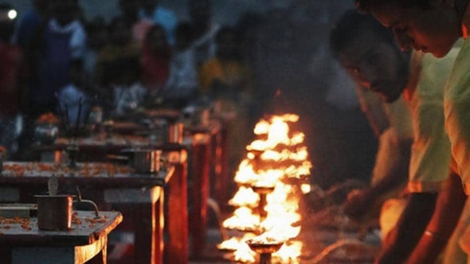 priest,madhya pradesh,brawl