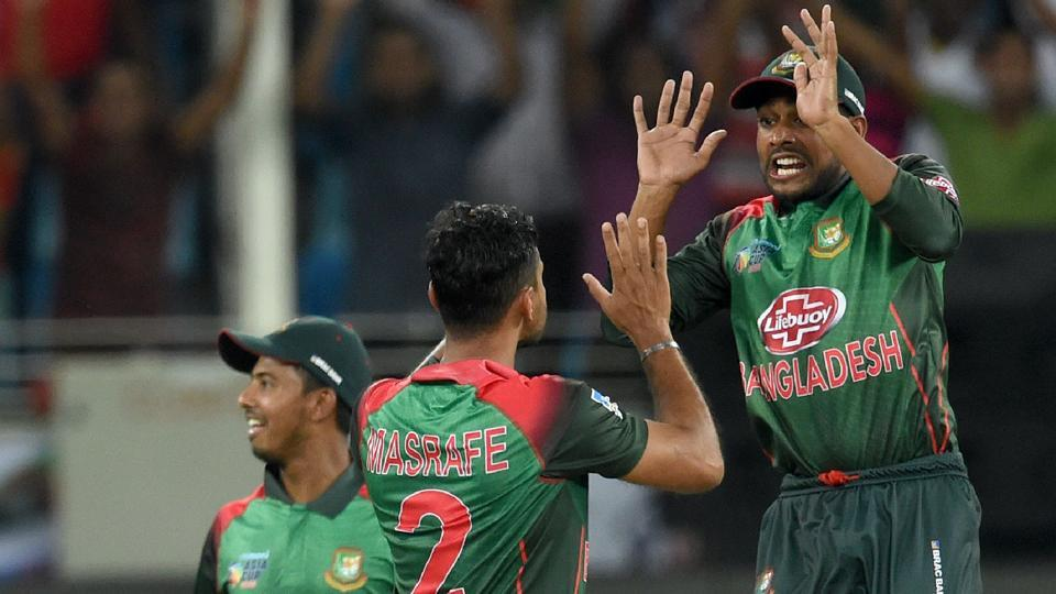 Bangladesh Cricket captain Mashrafe Mortaza (C) celebrates with teammate Mehidy Hasan Miraz (R). (AFP)