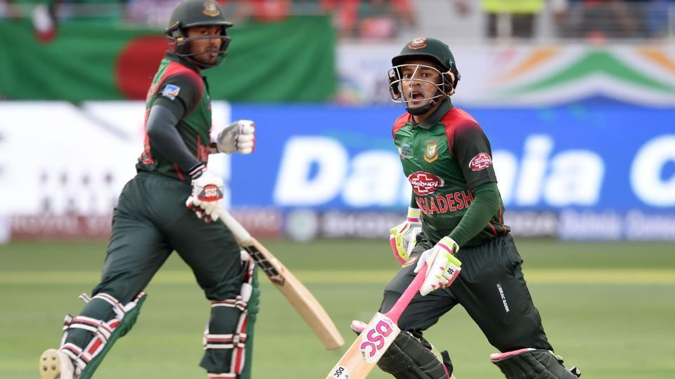 Bangladeshi batsman Mushfiqur Rahim (R) and Mohammad Mithun run between the wickets during the one day international (ODI) Asia Cup cricket match. (AFP)