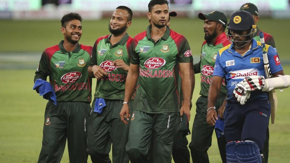 Sri Lanka's Lasith Malinga, right, leaves the field with Bangladesh players at the end of one day international cricket match of Asia Cup between Sri Lanka and Bangladesh. (AP)