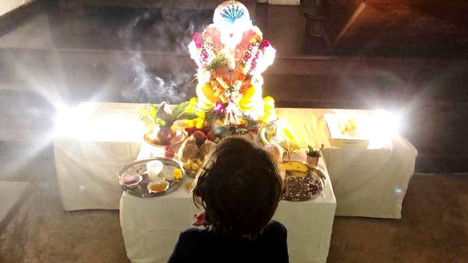 Shah Rukh Khan's photo of his son AbRam with his Ganpati 'Pappa', will make you blurt out an 'aww'. (Instagram)