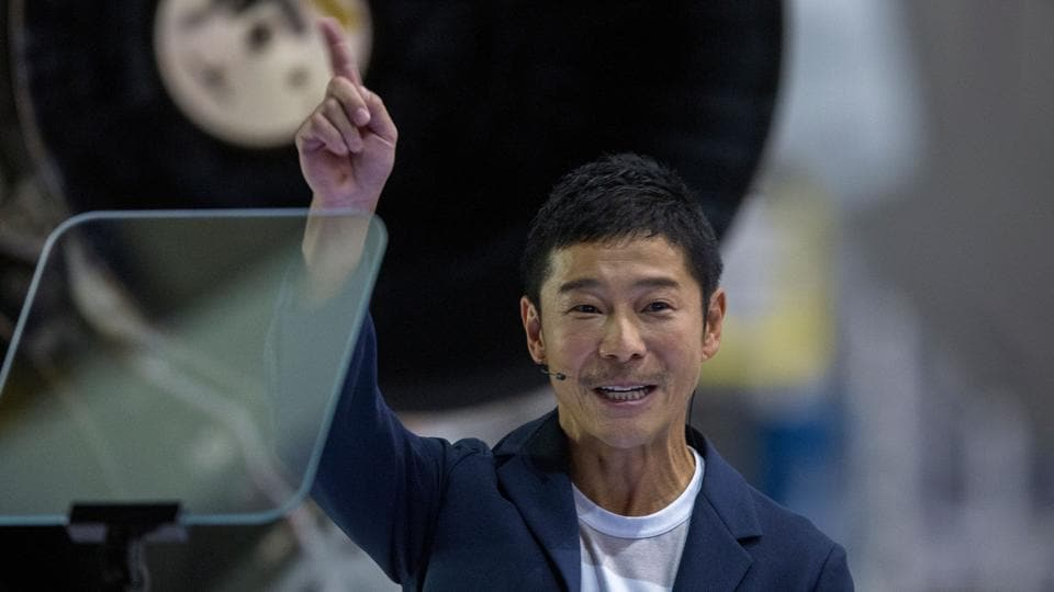 Japanese billionaire will be first SpaceX private passenger