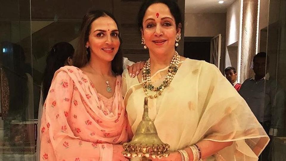 Ganesh Chaturthi 2018 Esha Deol and mother