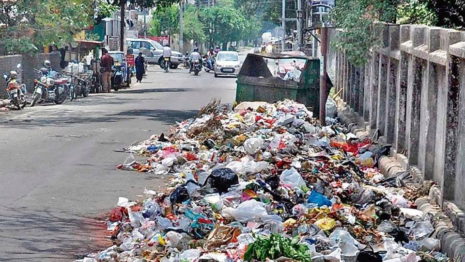 The CAG report says that 12%-22% of waste in Dehradun was not collected during 2014-2017.