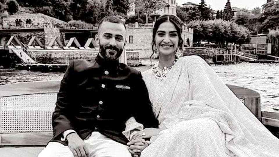 Sonam Kapoor's Abu Jani Sandeep Khosla attire was a birthday gift from her mother-in-law. (Instagram)