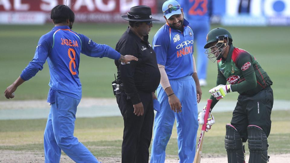 Bangladesh's Mushfiqur Rahim, right, reacts in pain after India's Ravindra Jadeja, left, inadvertently collided with him. (AP)