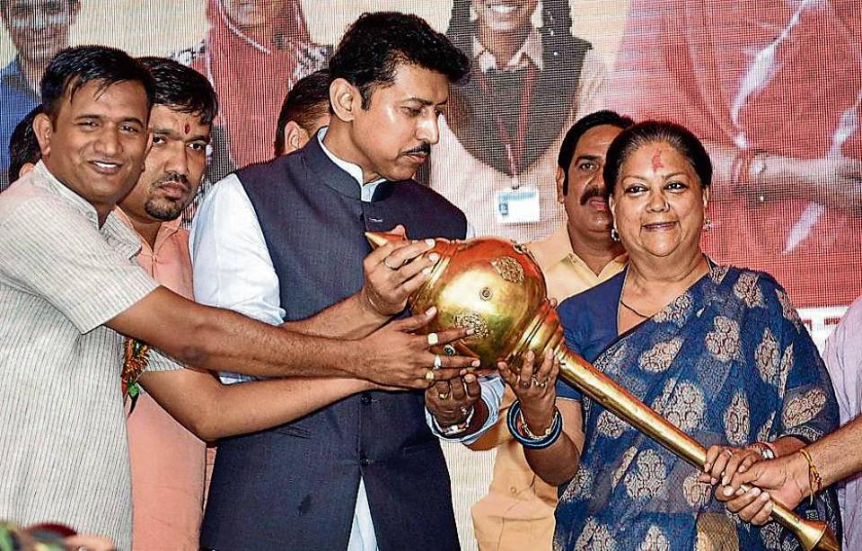 CM Vasundhara Raje and Union minister Rajyavardhan Rathore at a public meeting in Bansur.