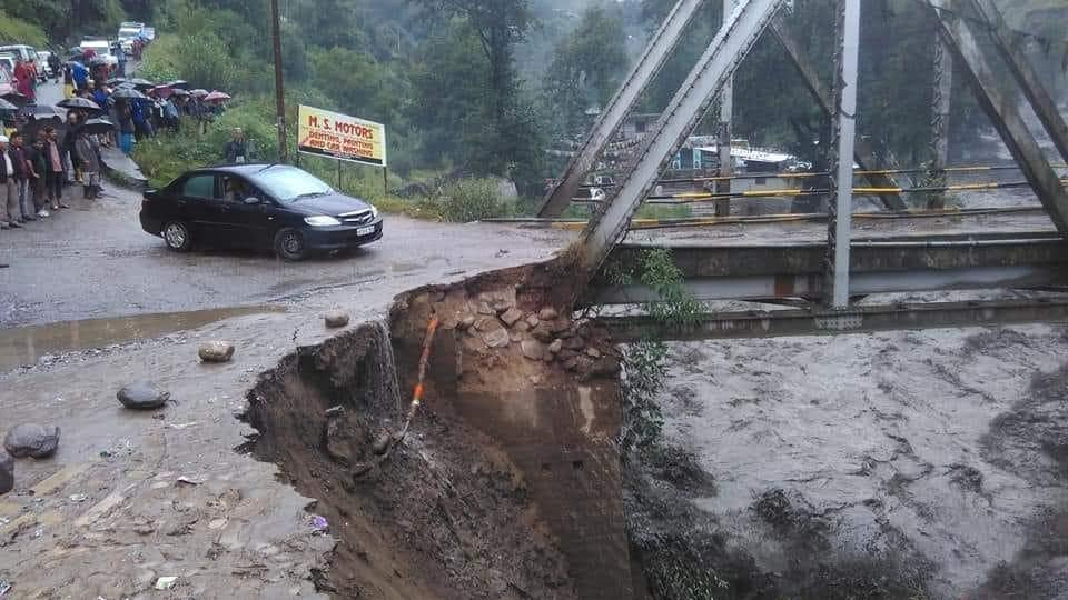 Heavy rains lashed parts of Jammu and Kashmir and Himachal Pradesh killing six people and blocking roads, officials said on Monday. Many roads including several national highways have been blocked due to landslides across the state. The tourist town of Manali has been cut off after an overflowing Beas river submerged roads after torrential rain during the last 24 hours. (HT Photo)