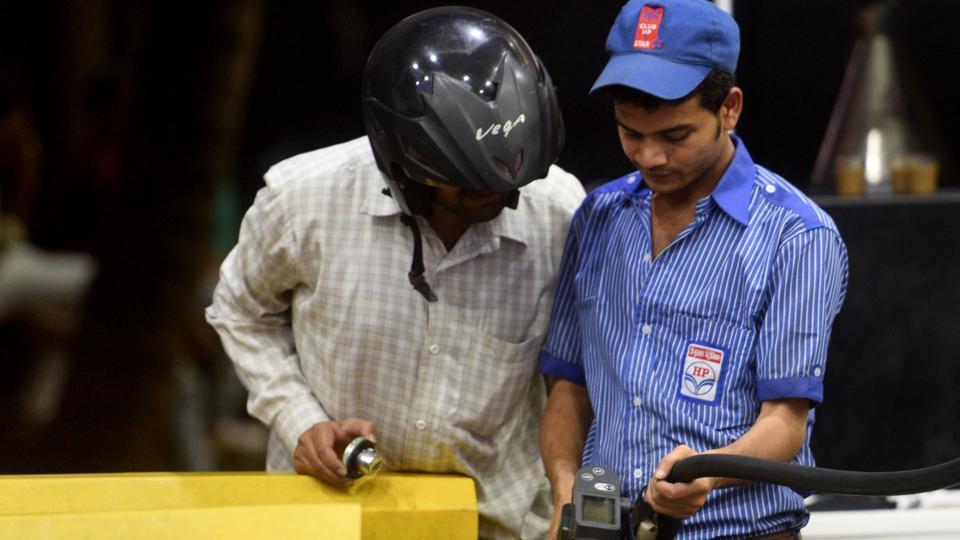 Petrol price crosses Rs 90 per litre mark in Mumbai