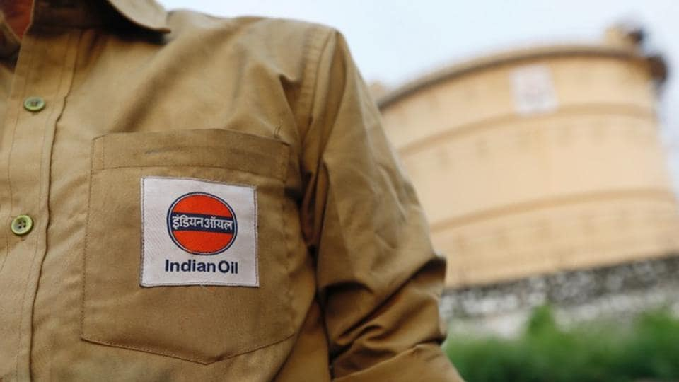India's crude oil demand is forecasted to grow to 500 million tonnes per year by 2040, but persistent increases in oil prices might act as a dampener for the rate of growth, Partha Ghosh, an executive director at Indian Oil Corp said on Tuesday. That would be equivalent to around 10 million barrels per day (bpd), up from about 4.7 million bpd in 2017. (Danish Siddiqui / REUTERS File)