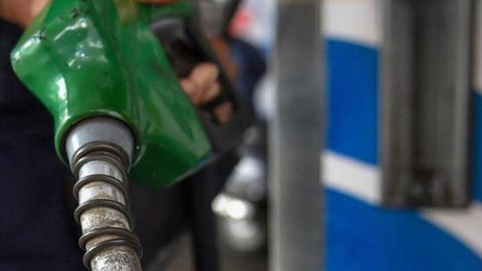 Petrol,Petrol price,Noida