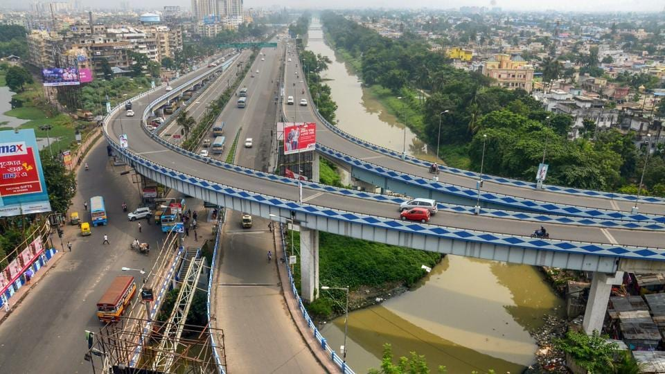 Very thin traffic at Ultadanga flyover during the 'Bangla Bandh' strike, called by BJP against the state government, in Kolkata, West Bengal. (PTI)