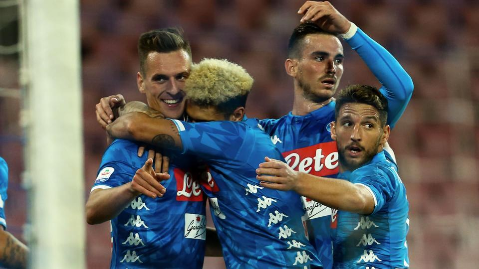 Napoli's Polish striker Arkadiusz Milik (L) celebrates with teammates after scoring during the Italian Serie A football match between SSC Napoli and Parma Calcio 1913 on September 26, 2018, at the San Paolo Stadium in Naples.