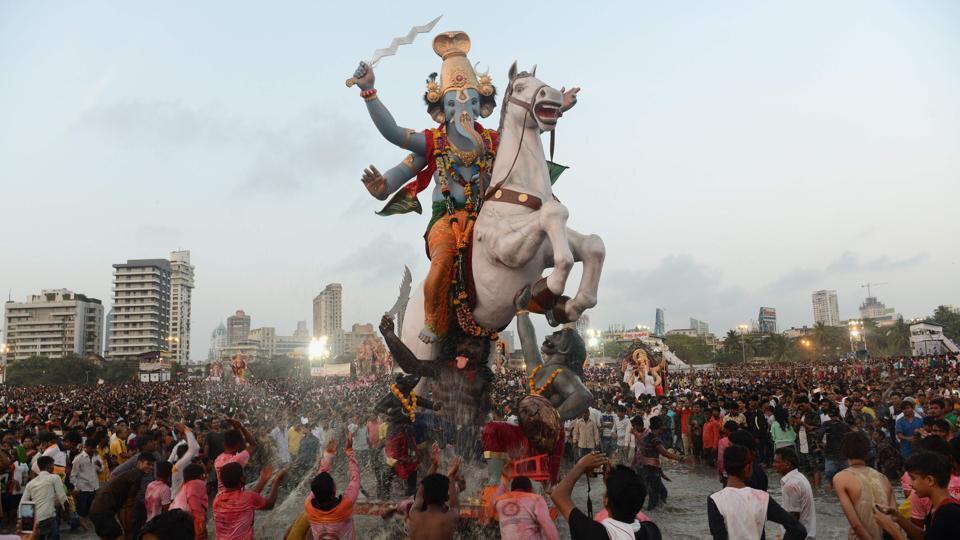Devotees carry a statue of Ganesha for immersion in the Arabian sea in Mumbai, Maharashtra. (Punit Paranjpe / AFP)