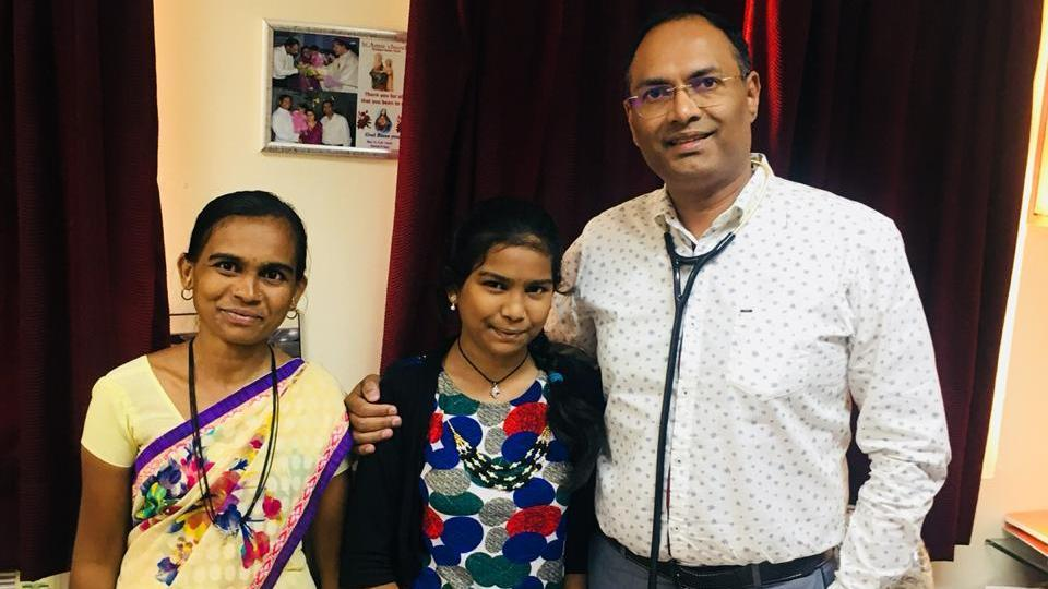 Manda, mother of Prerna Chandanshive (centre) with Dr Manoj Durairaj, who conducted Prerna's heart transplant surgery.