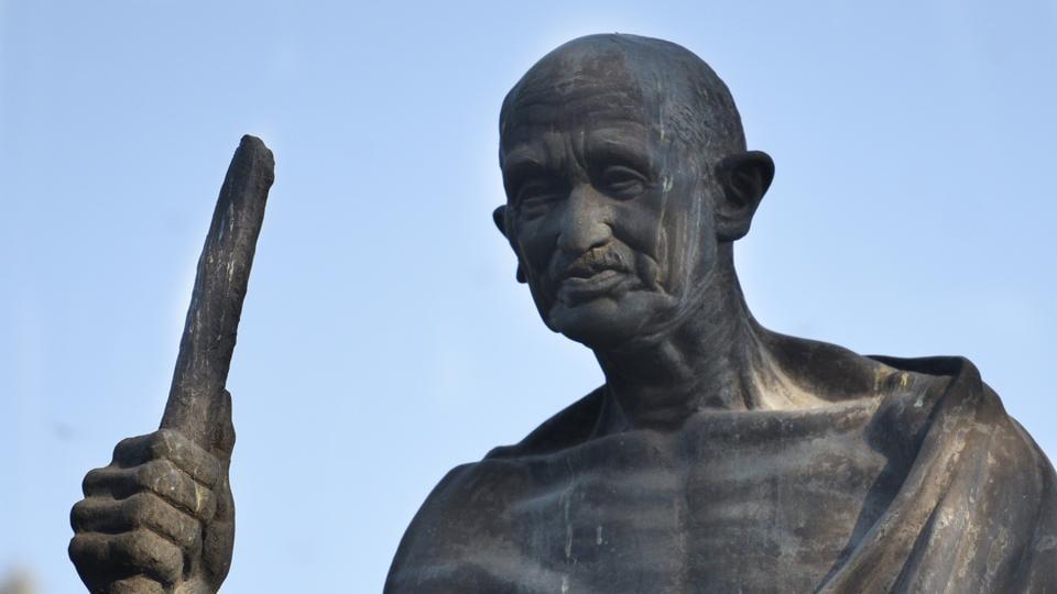 Gandhi statue,Mahatma Gandhi,Gandhi spectacles missing