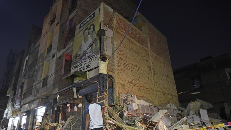 sawan park building collapse,ashok vihar building collapse,delhi