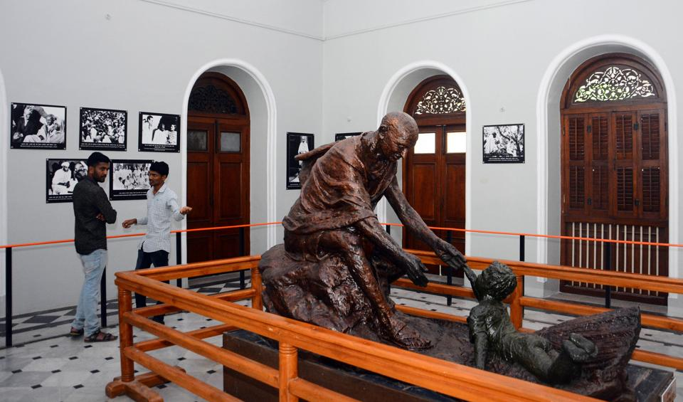 People look at paintings on Mahatma Gandhi at Aga Khan Palace on the occasion of Gandhi Jayanthi in Pune. (SHANKAR NARAYAN/HT PHOTO)