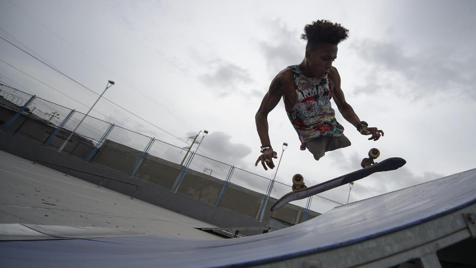 Venezuelan migrant and rap singer, Alfonso Mendoza aka 'Alca', 25, practices with his skateboard in a park in Barranquilla, Colombia. Alca, who arrived in Colombia nine months ago due to the crisis in his country, was born without legs and changed the wheelchair for a skateboard. (Raul Arboleda / AFP)