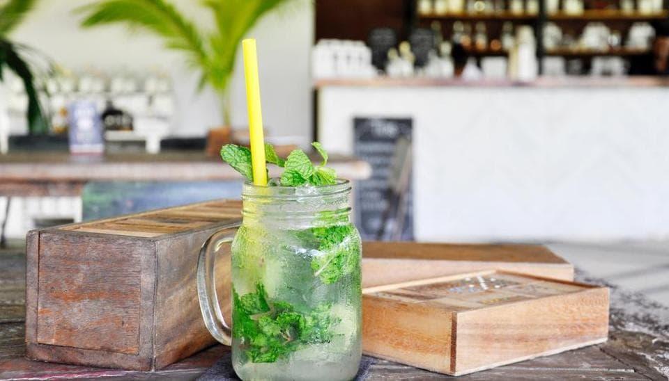 Minibar,Eating,Drinks