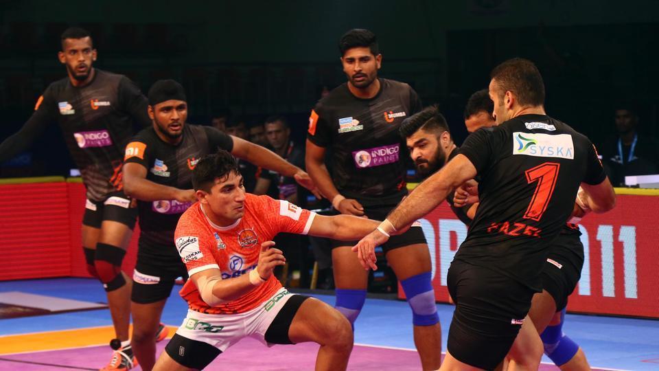 Puneri Paltan's Nitin Tomar in action against U Mumba.