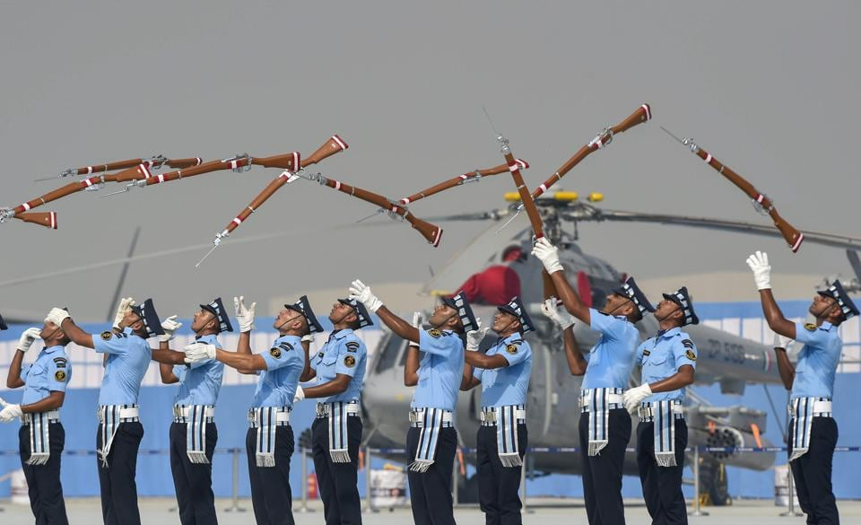 IAF personnel perform a drill with rifles during the Air Force Day Parade 2018 at Air Force Station at Hindon in Ghaziabad. On Monday, President Ram Nath Kovind, Prime Minister Narendra Modi and Congress president Rahul Gandhi extended their greetings on the occasion of the 86th Air Force Day. (Atul Yadav / PTI)