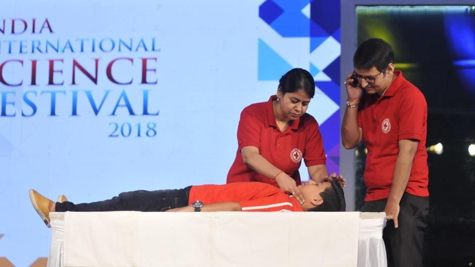 Instructor Shweta Singh demonstrating how to provide first aid at the IISF2018 being held at Indira Gandhi Pratisthan in Lucknow.
