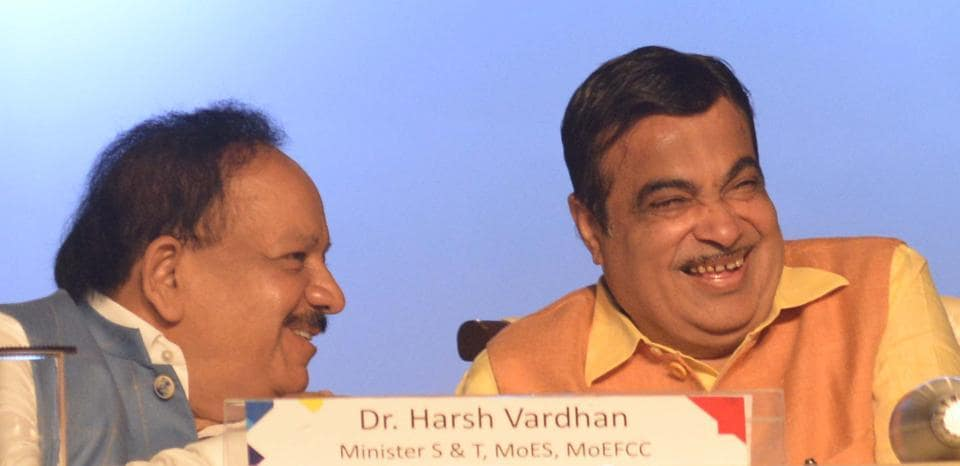 Union ministers Dr Harsh Vardhan and Nitin Gadkari at the valedictory session of the IISF 2018.
