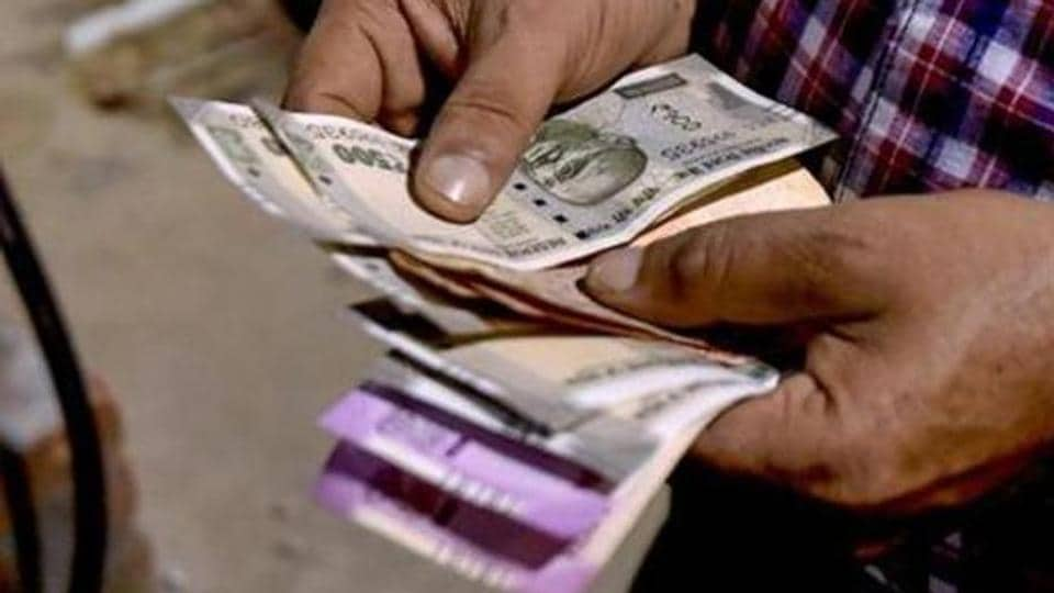 Ru Hits Record Low Of 74 27 Against Us Dollar After American Currency Strengthens Overseas