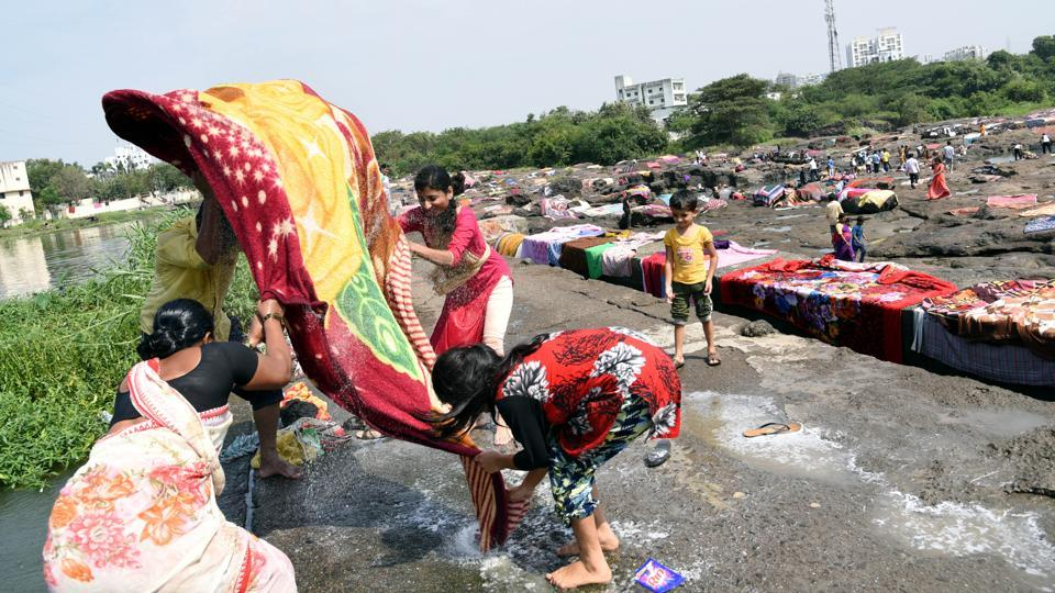 Post Ganesh festival,household cleaning was done in the  fortnight for Navratri near Ravet-Punavle Bandhara near Chinchwad Pune,on September 06.  (HT PHOTO)