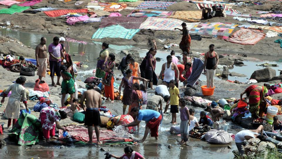 With Navratri arround the corner people wash their clothes at Khadakwasla dam in Pune, on October 7. (HT PHOTO)