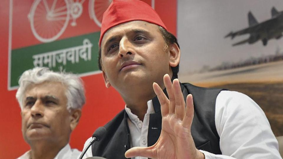 Samajwadi Party national president Akhilesh Yadav appears to have begun to woo the party's old guard and the long-standing associates of his father after the emergence of the Samajwadi Secular Morcha floated by his uncle Shivpal Yadav.