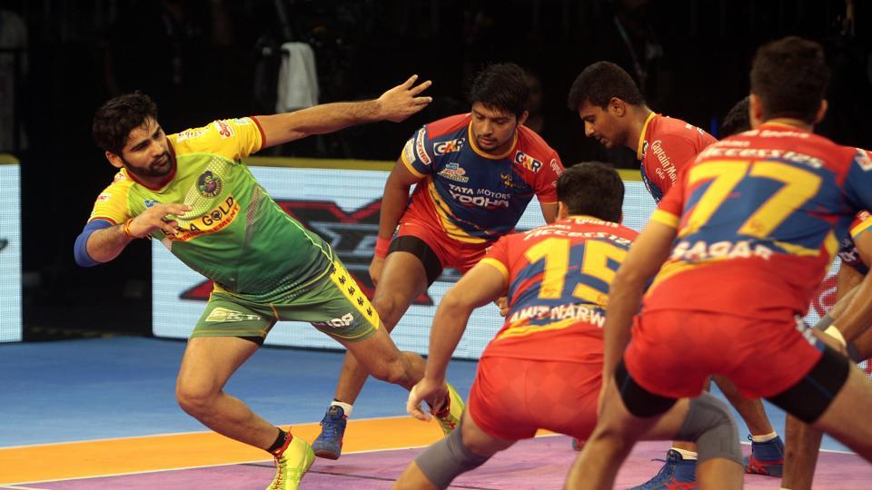 Patna Pirates' Pardeep Narwal in action against UP Yoddha in PKL 2018