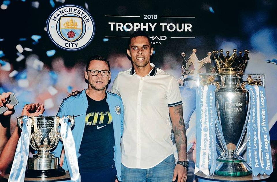 Man City,Pune,trophy