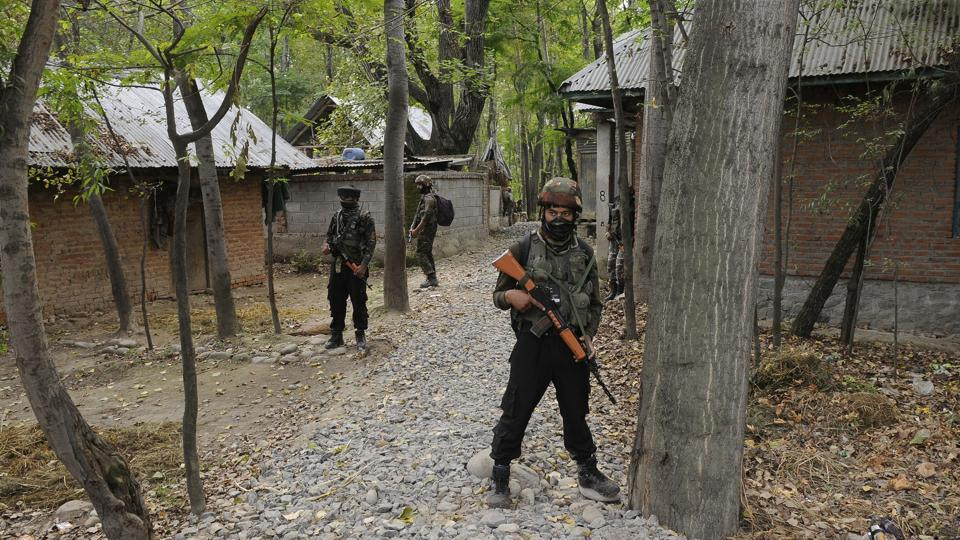 Encounter in Kashmir,Handwara,Militants trapped