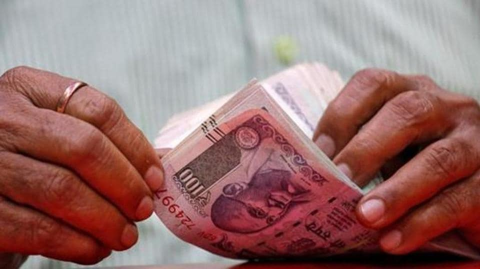 rupee exchange rate,rupee hits new low,value of rupee