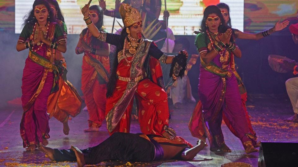 Artists perform during Pune Navaratri Mahotsav cultural event at Ganesh Kala Krida Manch on Wednesday. (Pratham Gokhale/HT Photo)