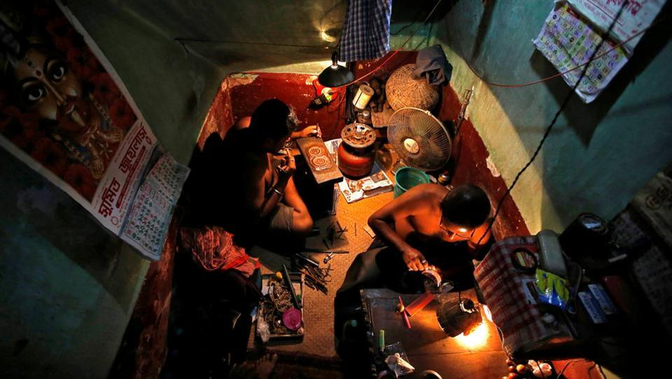Goldsmiths work on ornaments at a workshop in Kolkata, West Bengal. (Rupak De Chowdhuri / REUTERS)