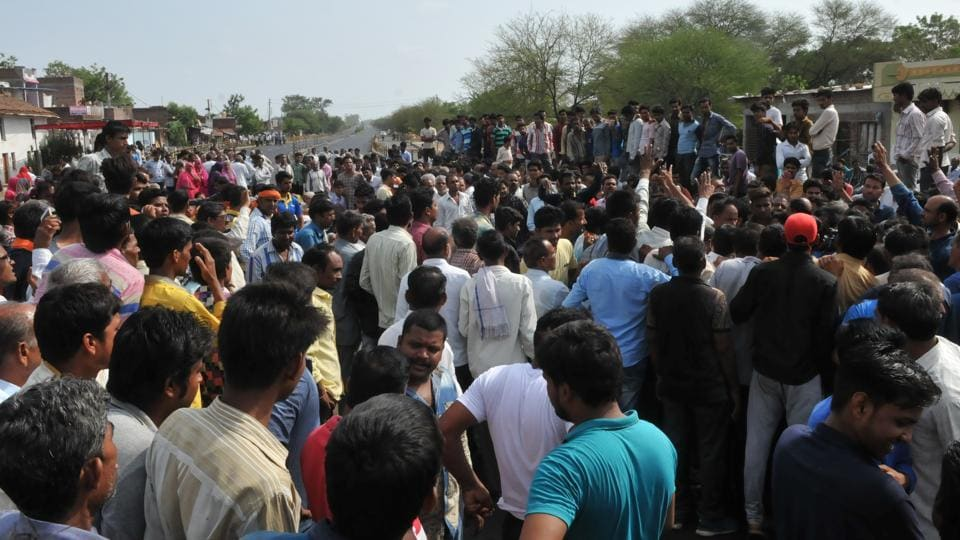 Villagers staging a chakka jam on Mhow- Neemuch highway with the body of Abhishek Patidar who was killed in police firing during farmers protest  in Mandsaur in June last year.