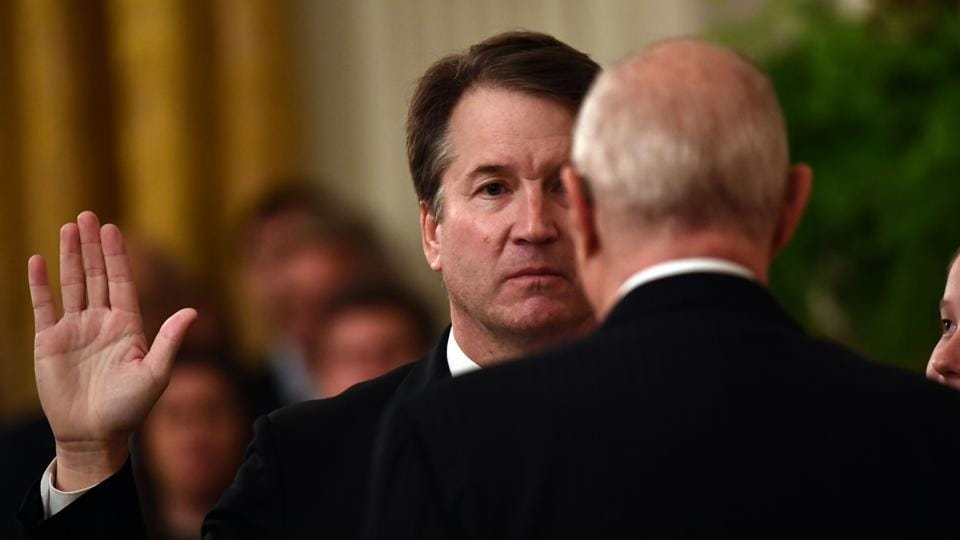 Brett Kavanaugh is sworn-in as Associate Justice of the US Supreme Court by Associate Justice Anthony Kennedy at the White House in Washington, DC. (Brendan Smialowski / AFP)
