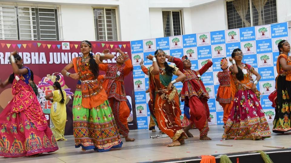Students of Prathibha junior college perform Dandiya Raas (traditional folk dance form of Gujarat & Rajasthan) in a dandiya competition at chinchwad on Saturday. (HT PHOTO)